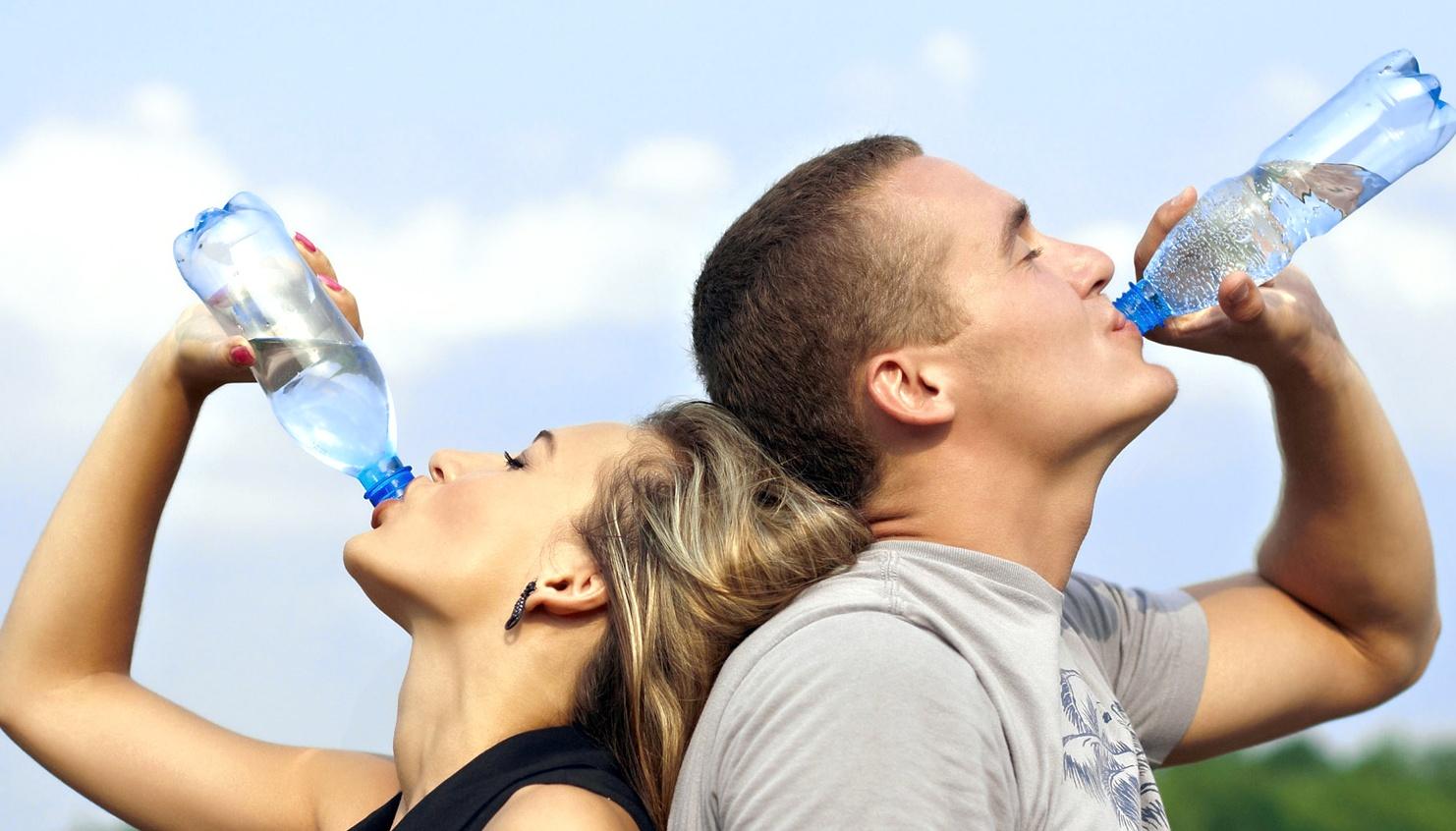 ¿Cómo ser más saludable?  Mantente hidratado este verano