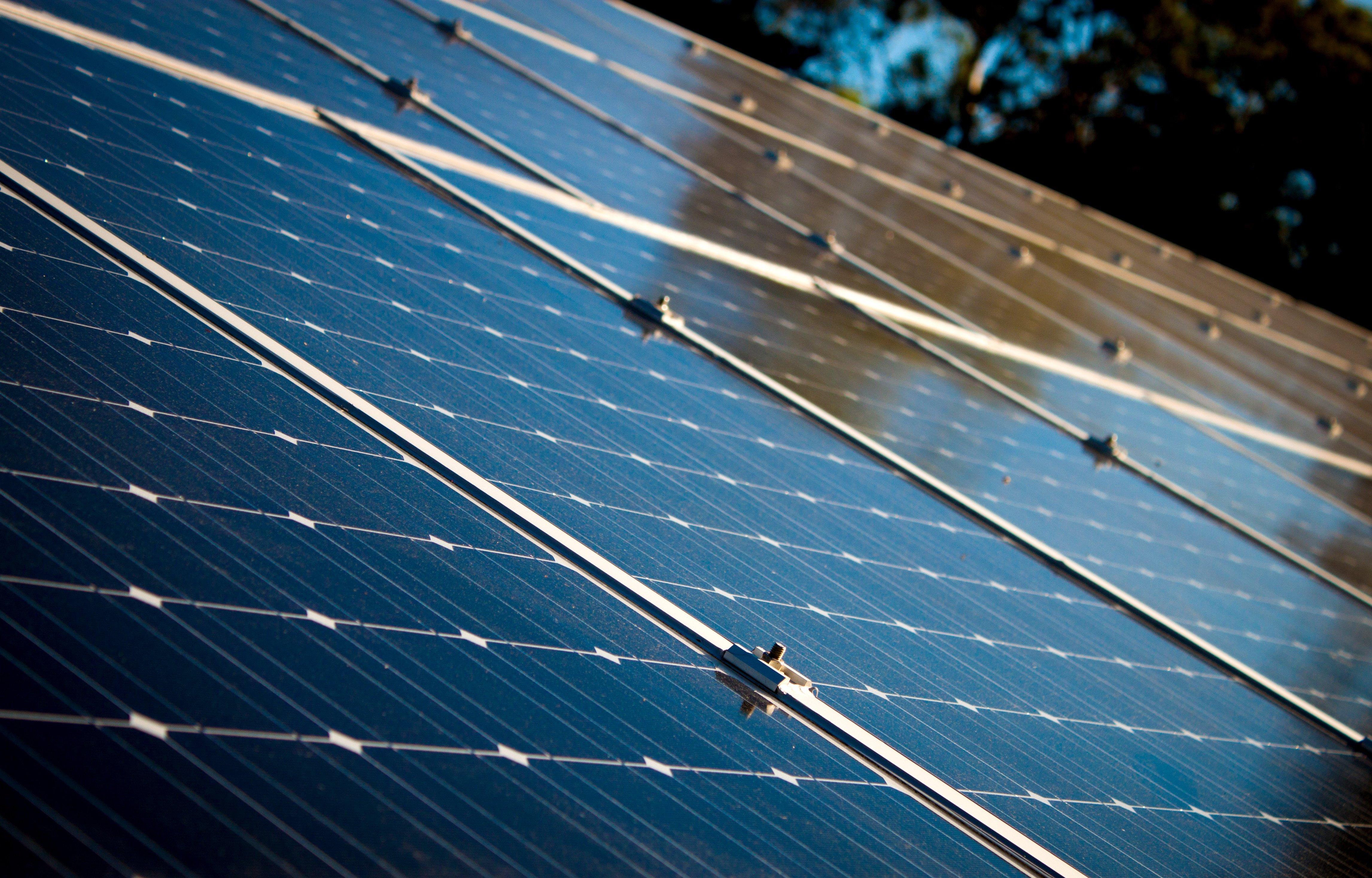 instala-paneles-solares-en-temporada-calor.jpeg