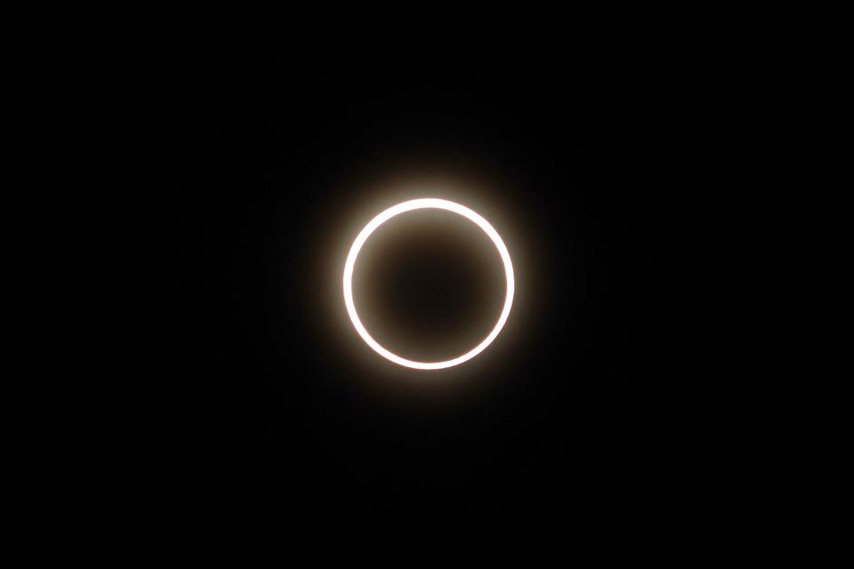 ¿Ya sabes cómo ver el eclipse solar? ¡Hazlo por internet!
